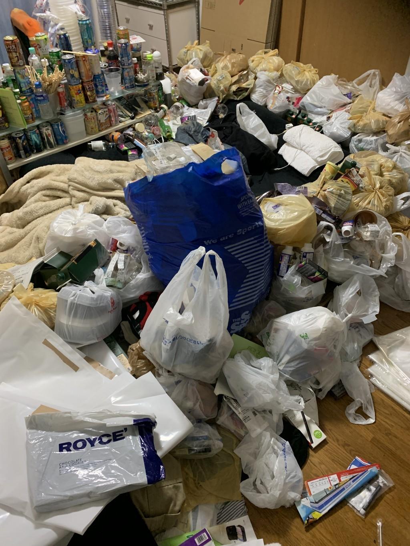 【新富町】ゴミ屋敷状態になっているお部屋の不用品回収☆希望通りの時間での回収と迅速な作業にご満足いただけました!