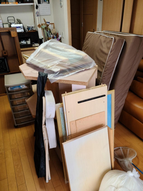 マットレス、虫取り網、こたつ、収納ケース、分解した家具等の回収