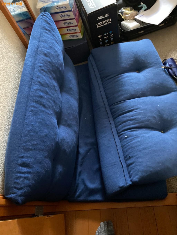 ガラステーブル、シングルベッドマットレス、椅子、扇風機の回収
